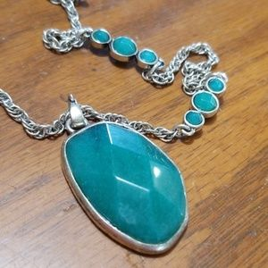 Jewelry - Stunning green colored stone necklace